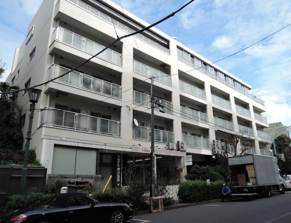 アマデウスハウス、東京都渋谷区神宮前2-5-6、外苑前駅 徒歩5分